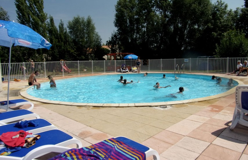 Camping marais poitevin avec piscine camping les conches for Velo piscine occasion